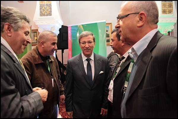 Ali Benouari, au centre est candidat à la candidature.